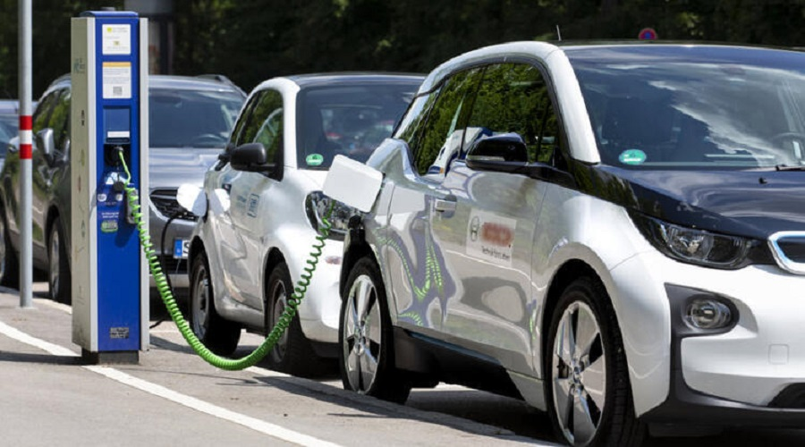 Govt decides to reduce tax on electric vehicles